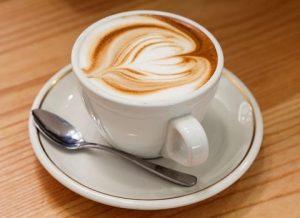 làm hồng vùng kín hãm cà phê với nước ấm