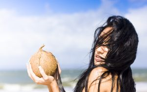 Làm hồng vùng kín bằng dầu dừa